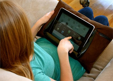 We just don't understand how anyone deals with the iPad pillow