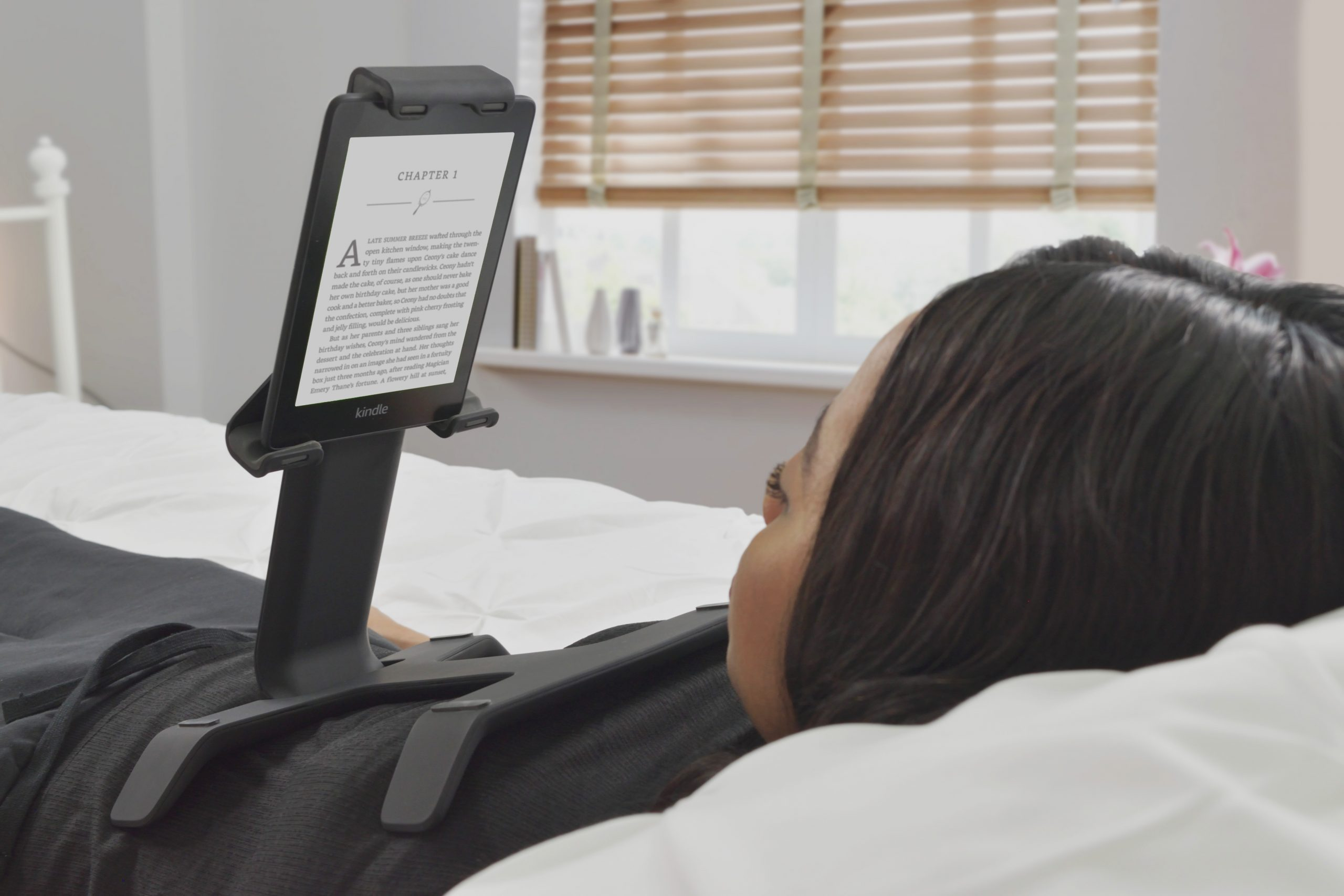 reading kindle in bed